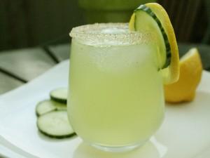 Postal: Vaso con limonada
