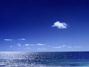 Postal: Mar y cielo azul
