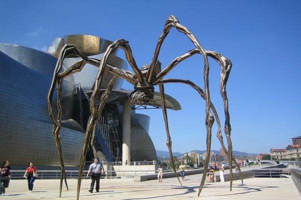 """""""Mamá"""", escultura de Louise Bourgeois (Museo Guggenheim de Bilbao, España)"""