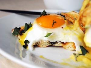 Postal: Huevo con virutas verdes