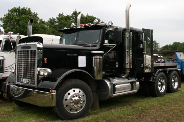 Camión negro
