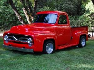 Postal: Vieja camioneta roja