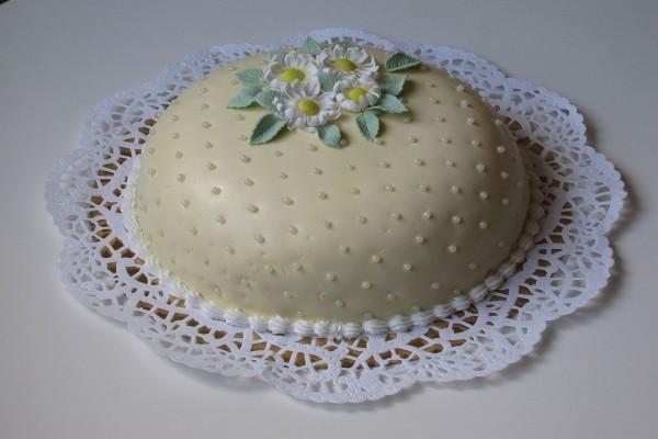 Torta con pasta de azúcar
