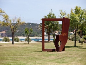 Postal: Escultura en Porto do Son, Galicia (España)