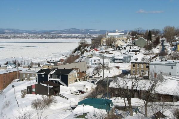 Ciudad de Lévis en Río San Lorenzo, provincia de Quebec, Canadá