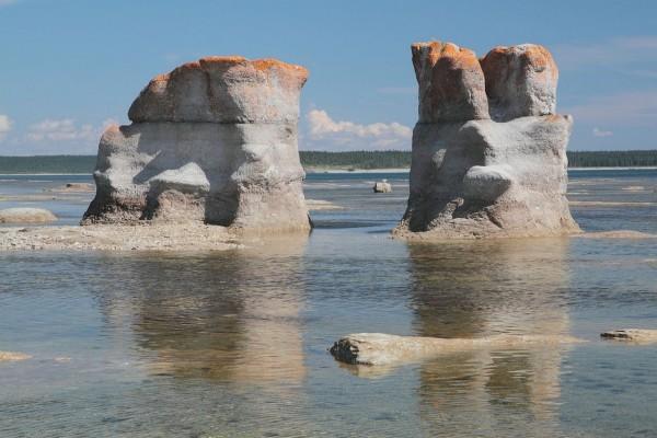 Monolitos en la isla de Cantera (Quebec, Canadá)
