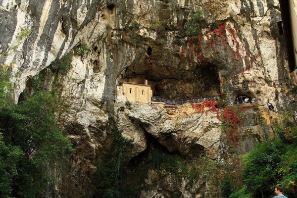 La Santa Cueva de Covadonga (Asturias, España)