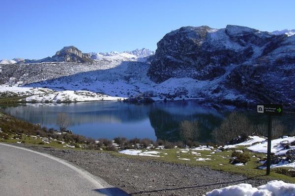 Lago Enol en Asturias, España