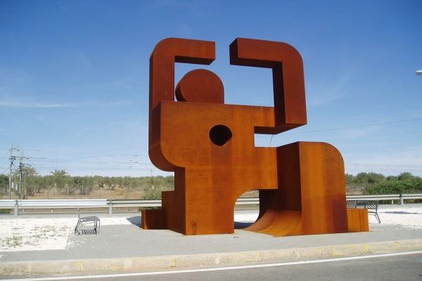 Monumento en memoria de los presos políticos que construyeron el Canal del Bajo Guadalquivir