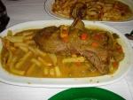 Guisado de venado con patatas fritas