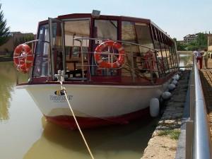 Barco para paseos turísticos