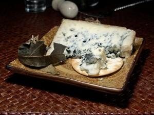 Postal: Queso azul con envoltura de hoja