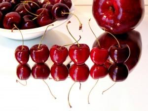 Postal: Reflejo de cerezas