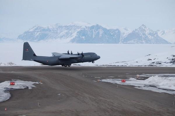 Lockheed Martin C-130J Super Hercules, en el Aeropuerto de Qaarsut (Groenlandia)