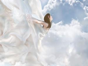 Postal: Mujer de las nubes