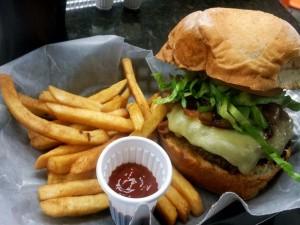 Postal: Hamburguesa con queso y patatas fritas