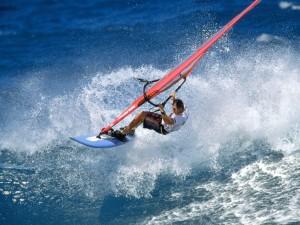 Postal: Practicando windsurf