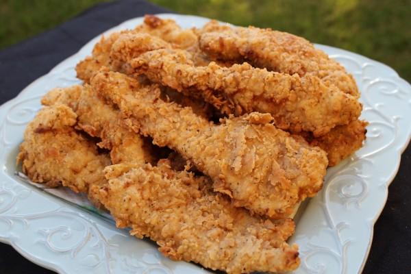 Plato con pollo frito crujiente