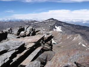Postal: Pico Veleta desde la cima del Mulhacén
