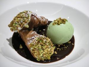 Cannoli con helado de pistacho