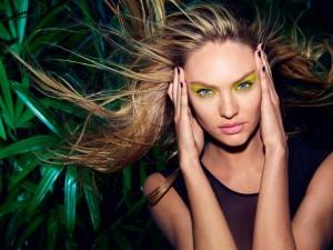 Postal: Candice Swanepoel