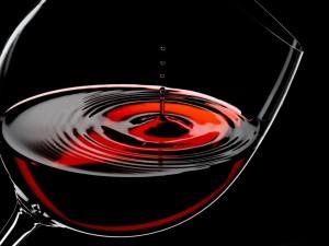 Postal: Copa con vino tinto
