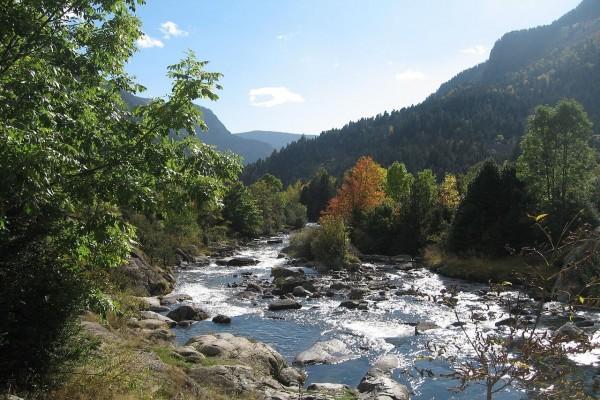 Un arroyo en el parque de Posets-Maladeta, cerca de Benasque (España)
