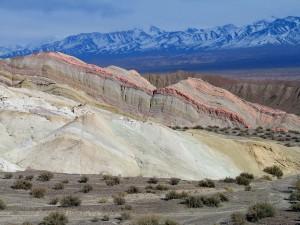 Estratos de colores en Calingasta, provincia de San Juan, Argentina