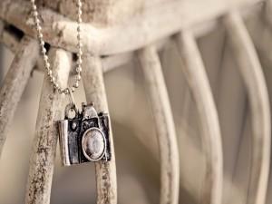 Postal: Colgante de una cámara de fotos