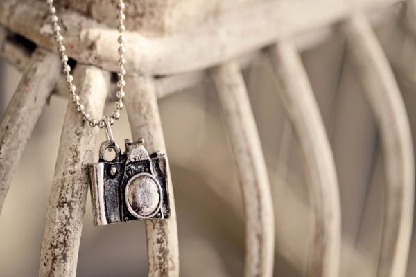 Colgante de una cámara de fotos