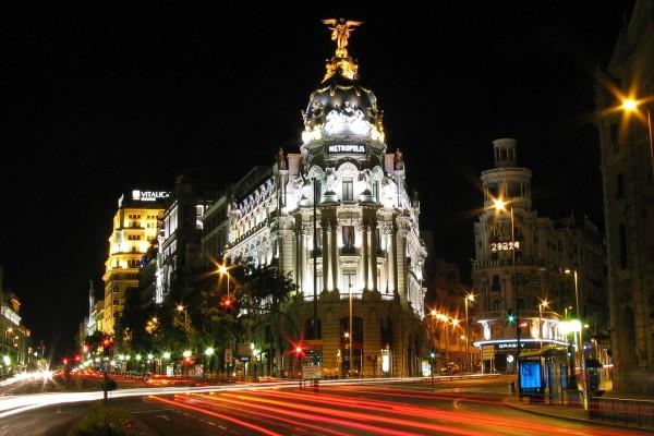 Noche en la Gran Vía de Madrid, España