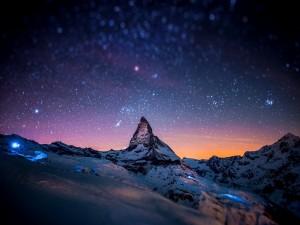 Postal: Cielo estrellado sobre las montañas