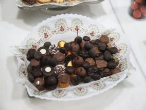 Postal: Bandeja de bombones y frutas recubiertas