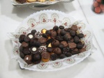 Bandeja de bombones y frutas recubiertas