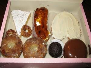Caja con dulces típicos de Utrera, España