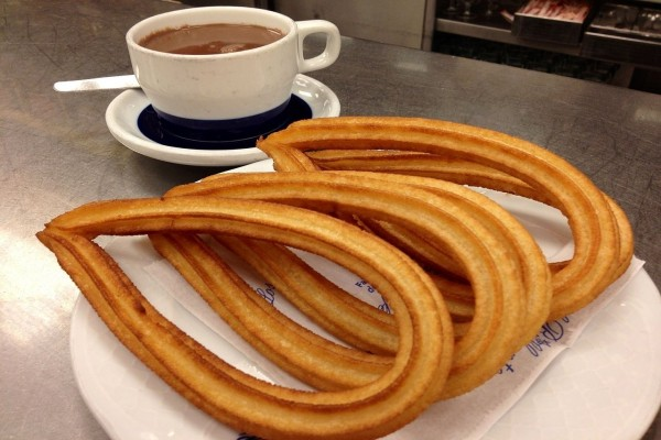 Chocolate a la taza con churros de lazo
