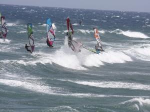 Postal: Windsurf con fuerte oleaje