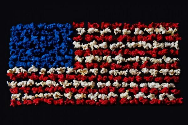 Bandera de USA formada por palomitas de colores