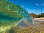Ola de agua cristalina