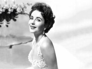 Elizabeth Taylor sonriendo