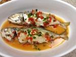 Plato de pescado en sopa picante