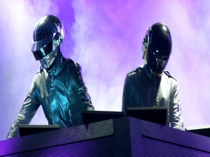 "El dúo de música electrónica ""Daft Punk"""