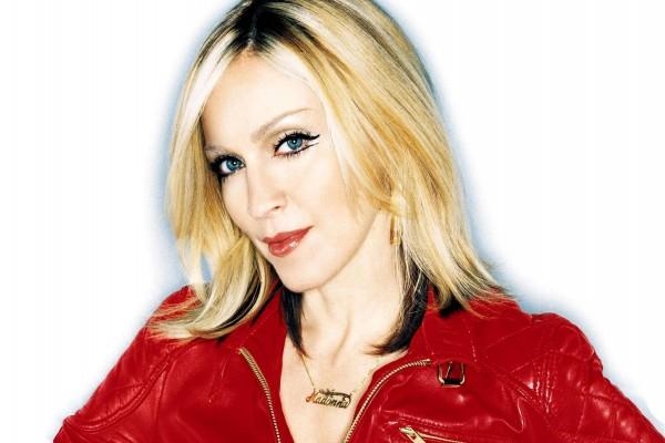 Madonna con chaqueta roja