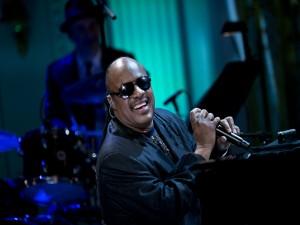 Stevie Wonder dando un concierto