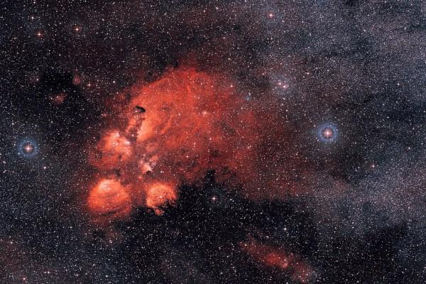 Nebulosa de emisión NGC 6334, en la Constelación del Escorpión