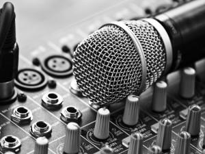 Postal: Micrófono para cantar