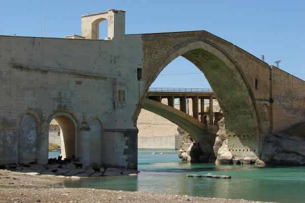 Puente de Malabadi sobre el río Batman (Turquía)