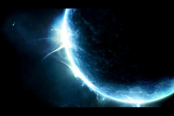 Planeta azul en el inmenso espacio
