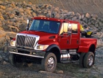 Una robusta furgoneta roja