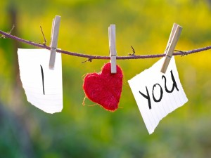 Postal: Amor cogido con pinzas